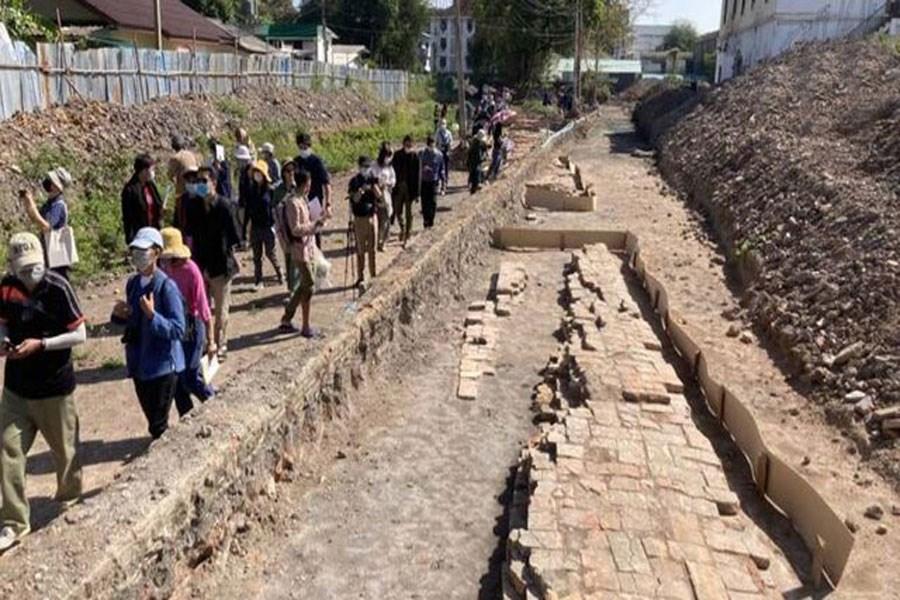 کشف بقایای یک کاخ تاریخی در زیر زندان+ عکس