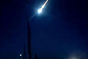 تصویر  سقوط شهاب سنگ در کانادا رصد شد