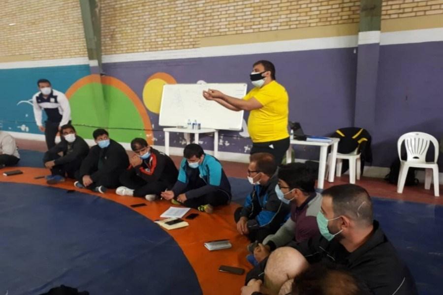 تصویر کلاس دانش افزایی مربیان کشتی استان لرستان برگزار شد