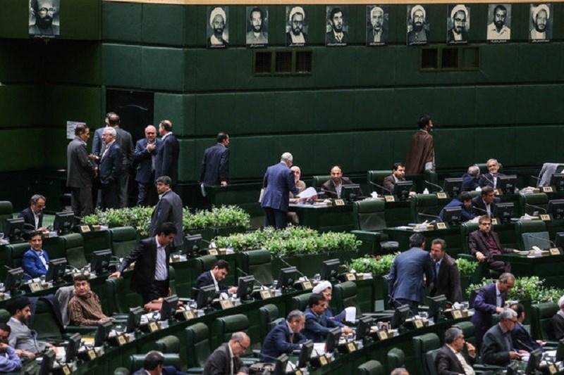 جنجال در بهارستان/ آقای قالیباف، مگر مجلس پادگان نظامی است؟!