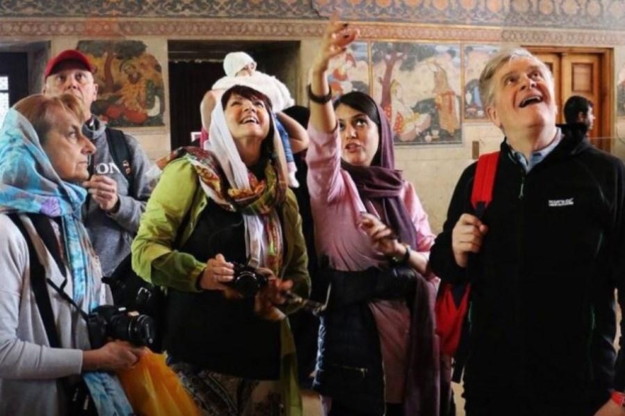 تصویر گردشگران خارجی را با سفرنامه های جذاب به ایران برمیگردانیم