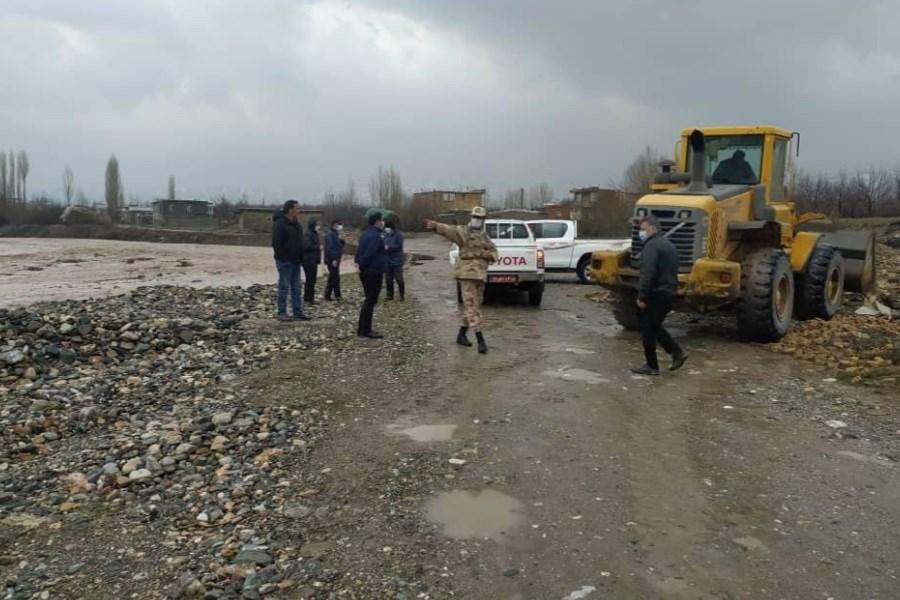 امدادرسانی مرزبانان آذربایجان غربی به مرزنشینان منطقه مرگور ارومیه