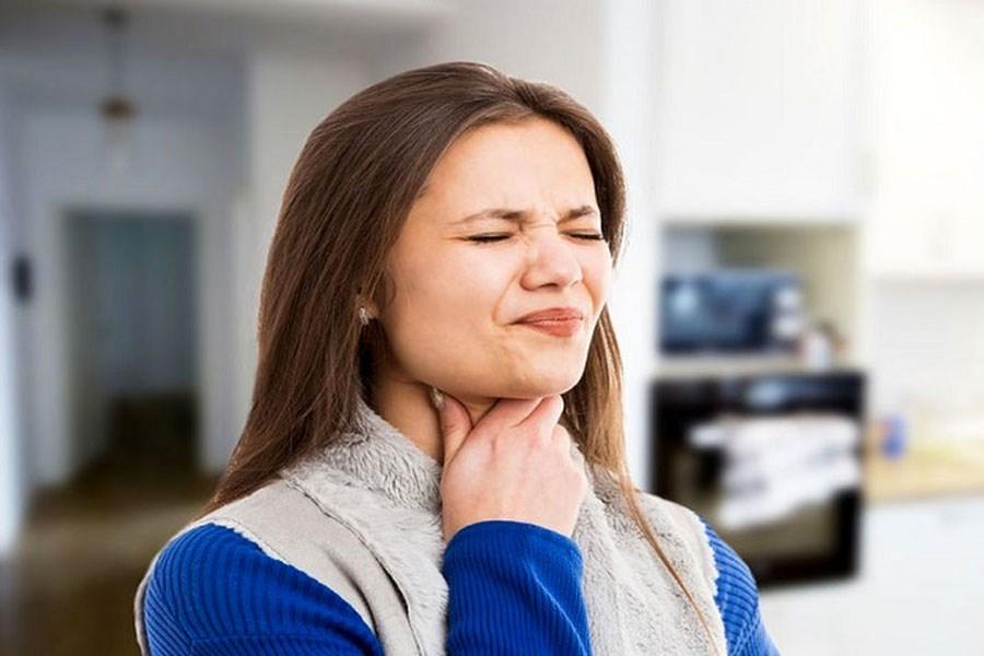 چند راه حل برای درمان ترشح پشت حلق