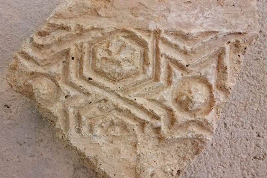 کشف ۳ شی تاریخی در بندر سیراف استان بوشهر