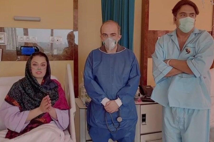 ترخیص مانی رهنما و همسرش از بیمارستان