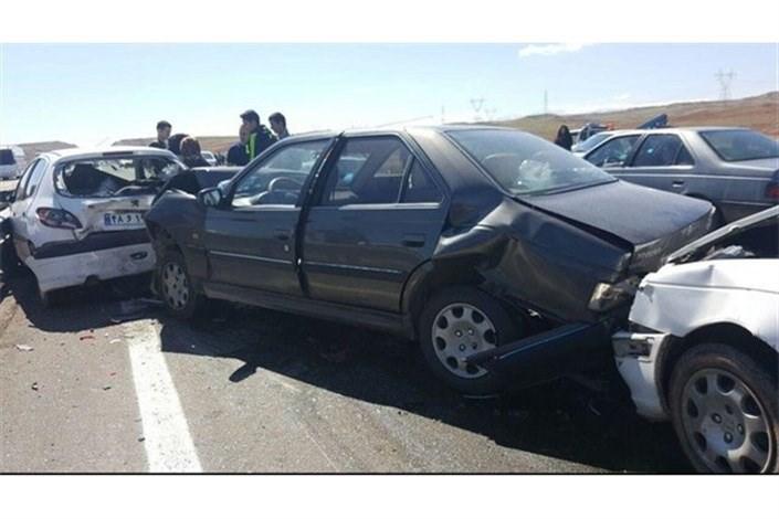 مصدومیت 12 نفر در تصادف زنجیرهای