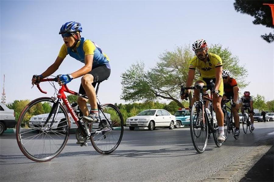 پلیس از فعالیت گروه های دوچرخهسواری غیرمجاز جلوگیری میکند