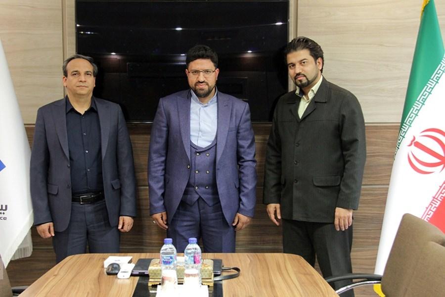مدیرعامل بیمه ملت با فرزند سپهبد شهید، صیاد شیرازی دیدار کرد