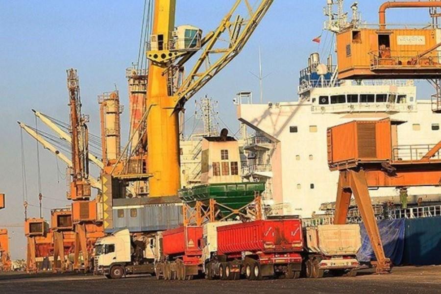 تصویر کشتیهای حامل روغن و دیگر کالاهای اساسی در بندر شهید رجایی