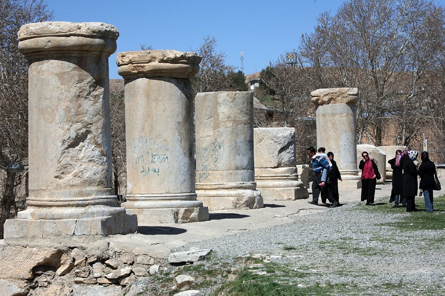 لرزه کرونا بر ستونهای معبد آناهیتا