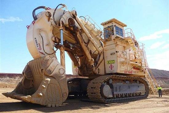 تصویر بازسازی ۱۱ دستگاه ماشین آلات سنگین در سال جاری