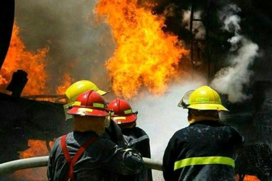 عدم خسارت جانی در آتش سوزی کارگاه تعمیر خودرو در قم