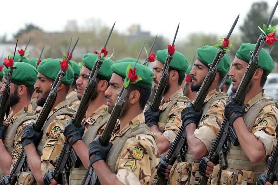 نقش راهبردی  و انقلابی ارتش در صیانت از آرمانهای انقلاب برجستهسازی شود
