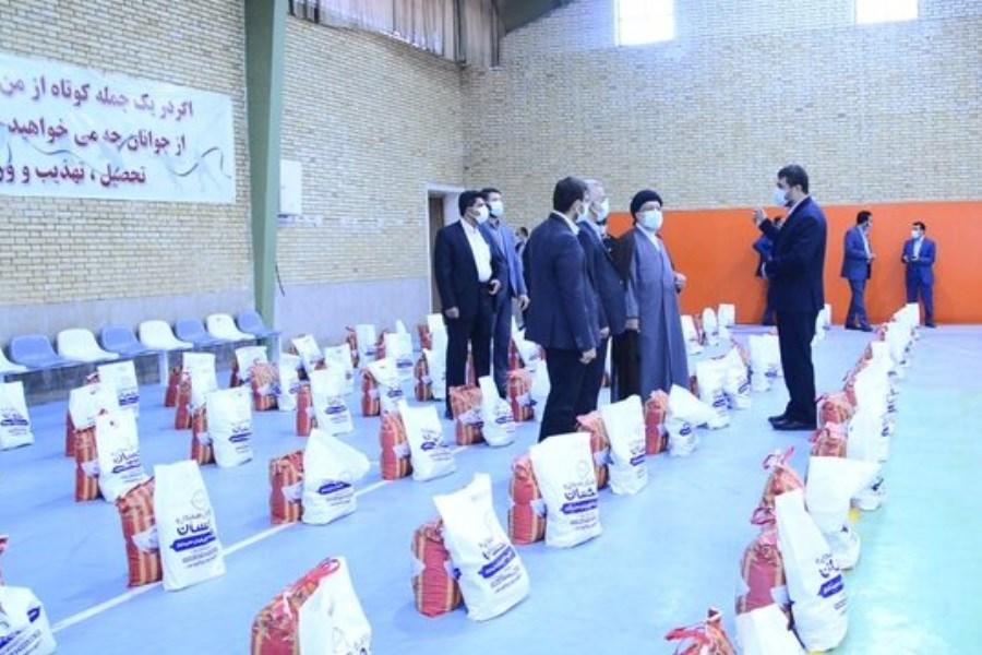 خانوادههای زندانیان شیراز 3500 بسته معیشتی دریافت کردند
