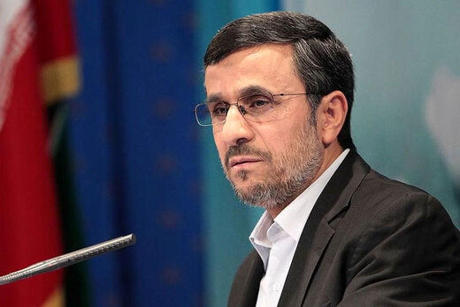 احمدی نژاد در انتخابات ثبت نام کرد/ حضور پرحاشیه رییس جمهور سابق در وزارت کشور