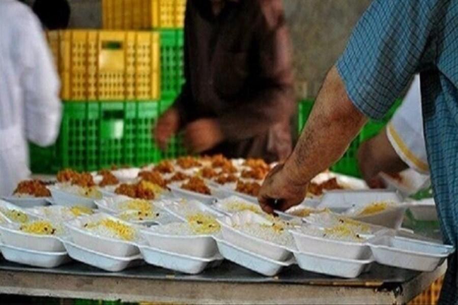 نیازمندان چهارمحال و بختیاری غذای گرم دریافت میکنند