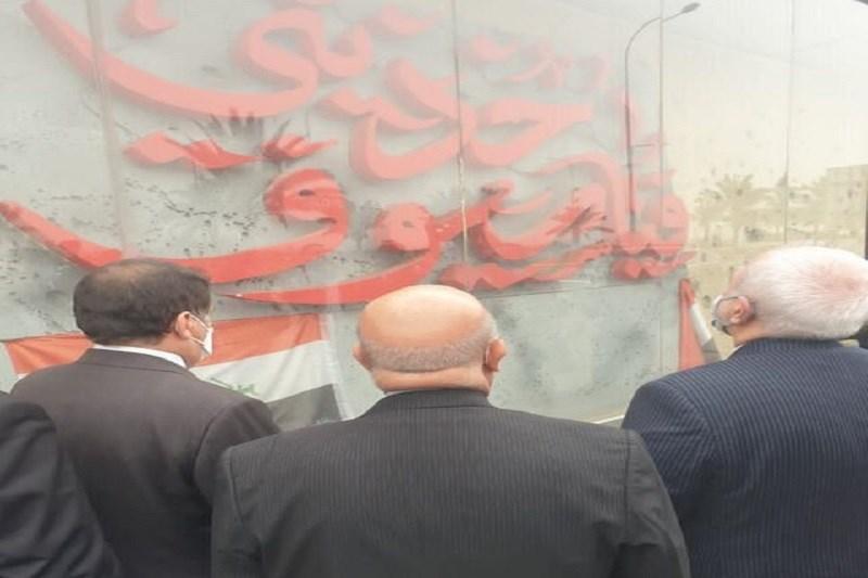 ظریف در محل یادبود شهادت سردار سلیمانی  در بغداد