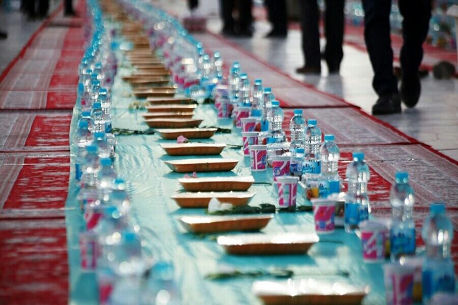 اهالی «فهما» میزبان سفره های ساده افطار