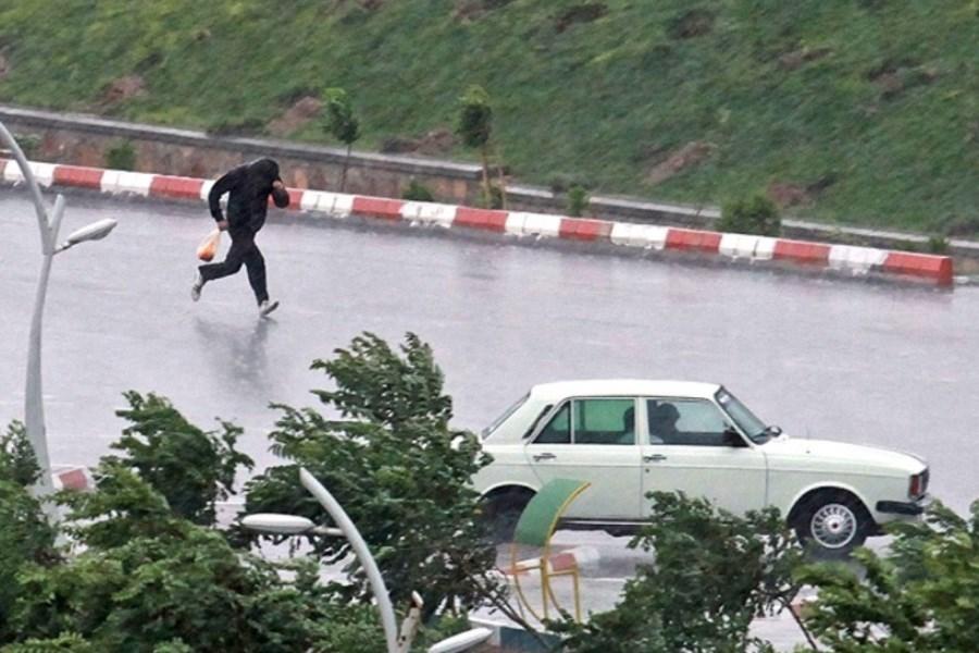 هواشناسی نسبت به وزش باد شدید و احتمال وقوع تگرگ در۲۰ استان هشدار داد
