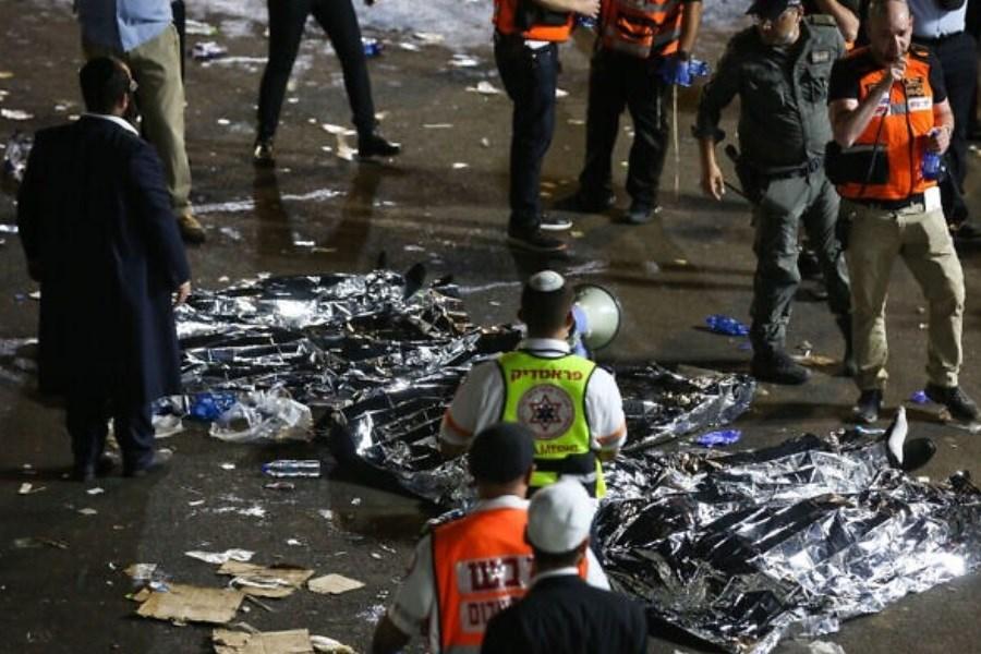 کشته و زخمی شدن دهها نفر بر اثر فرو ریختن یک پل