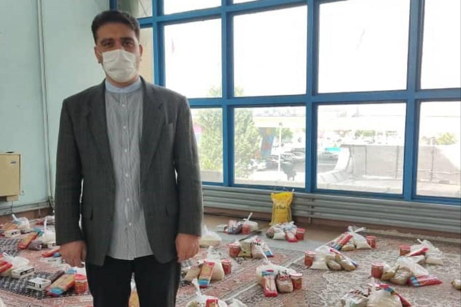 تصویر توزیع 60 بسته کمک مومنانه بین هنرمندان آسیب دیده از کرونا در ارومیه