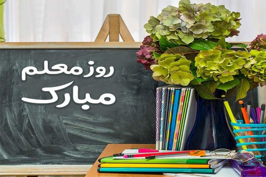 تصویر تجلیل از آموزگاران منتخب زنجان
