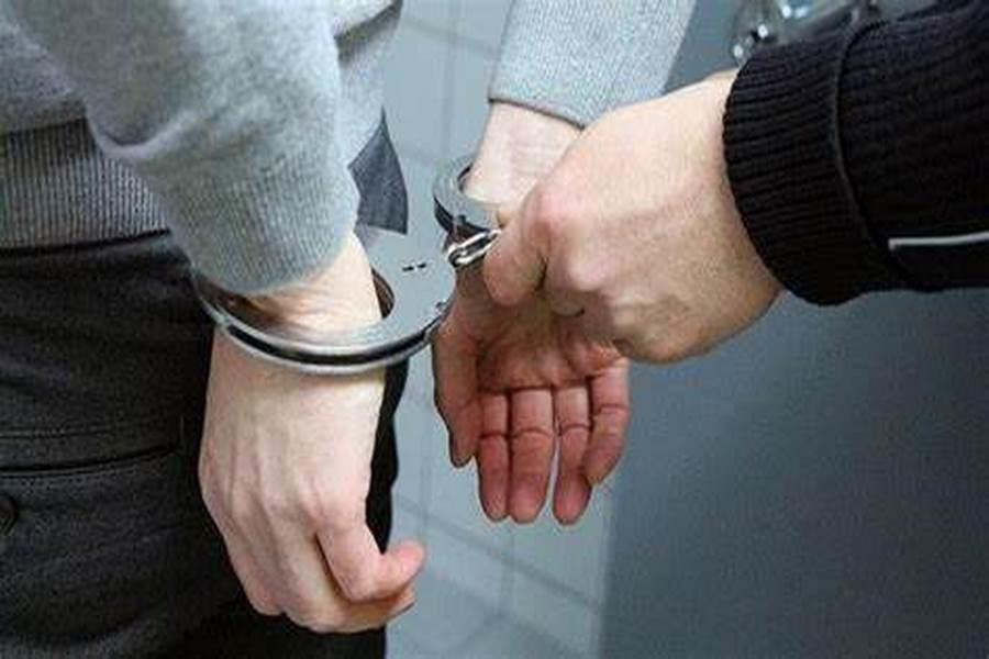 دستبند پلیس بر دستان کلاهبردار ۲۷۰ میلیاردی