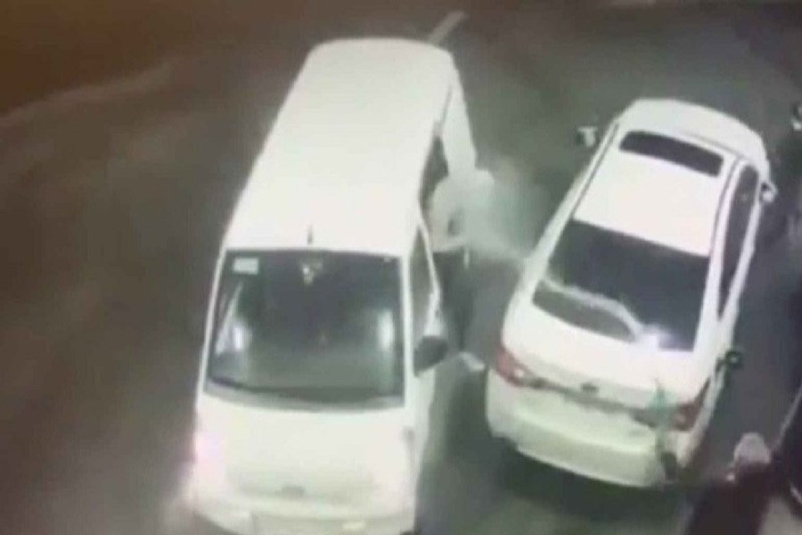 راننده با پاشیدن بنزین، سارقان را فراری داد!