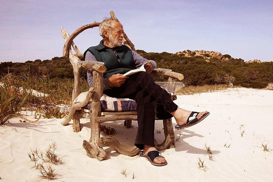 مردی که به تنهایی در یک جزیره ساکن است!