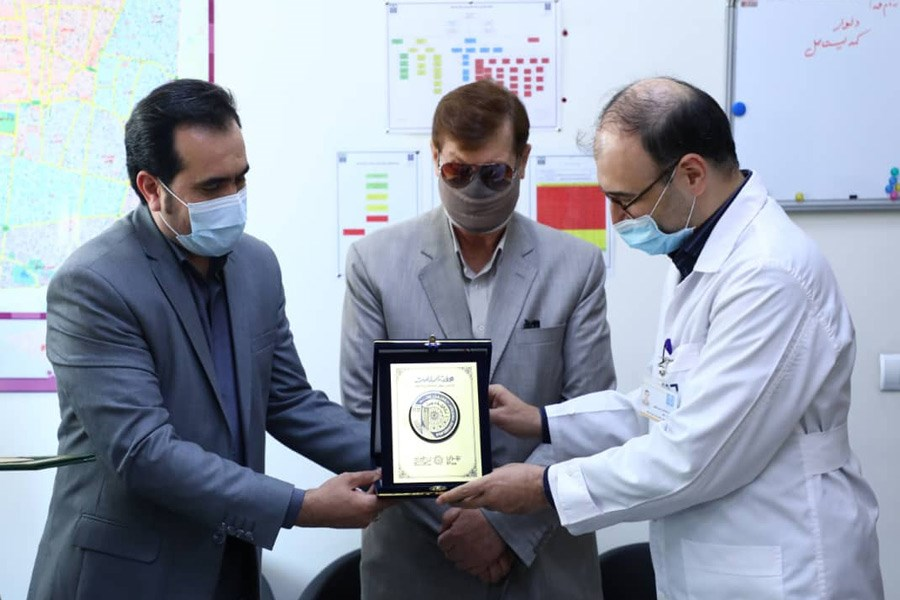 اهدای نشان سلامت به مدیریت بیمارستان امیراعلم