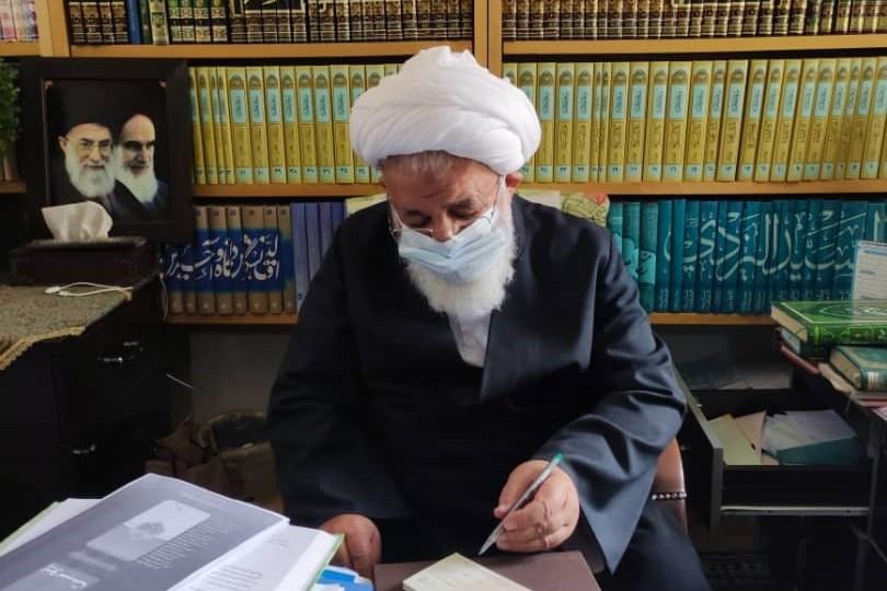 تصویر امام جمعه یزد هزینه مراسم ترحیم برادر خود را به ستاد دیه اهدا کرد
