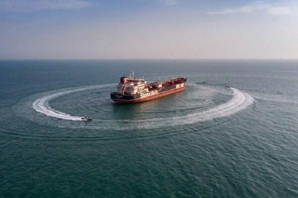 توقف شناور حامل سوخت قاچاق در خلیج فارس