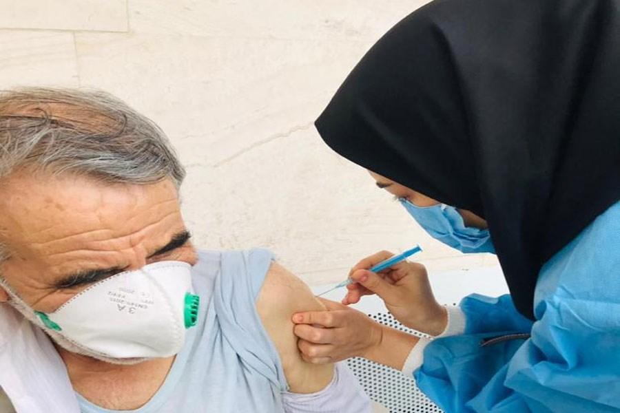 واکسیناسیون سالمندان در محله هرندی و تست رایگان ویژه کارکنان