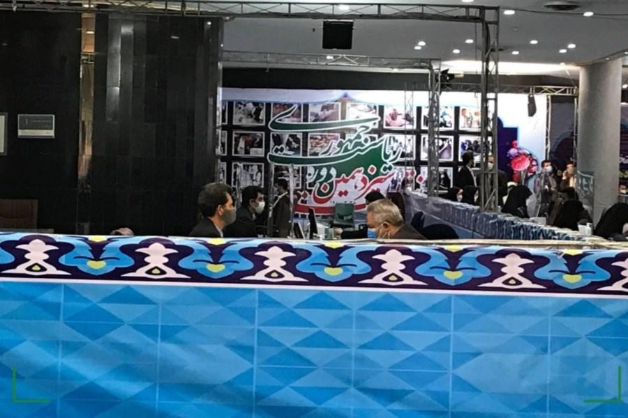 قاضی زاده ثبت نام کرد/ حضور جنجالی احمدینژاد و شعارهای معنادار حامیانش