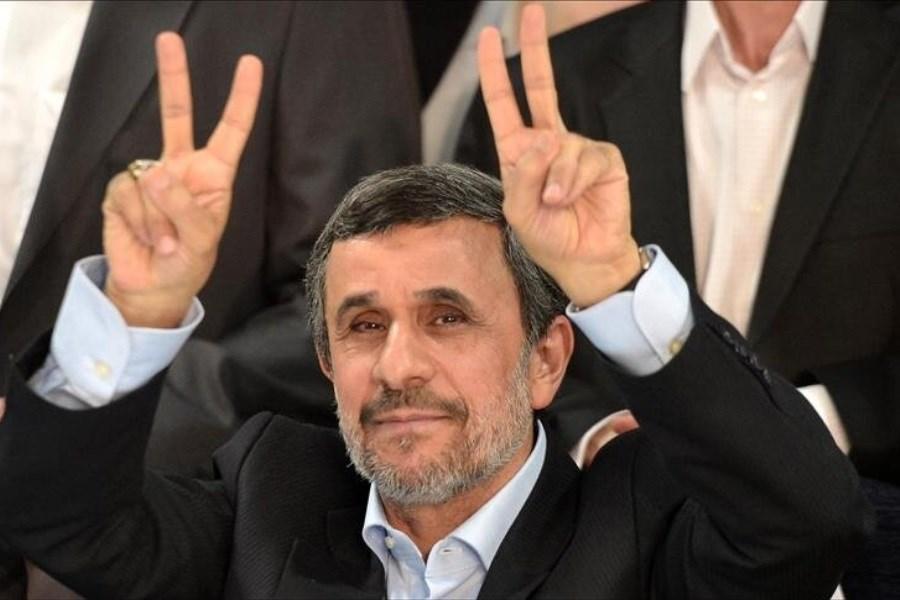 مردی در قامت مدعی؛ چرا احمدی نژاد به در و دیوار میزند؟
