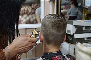 تصویر  بازداشت پیرایشگر به خاطر خراب کردن موی سر مشتری!