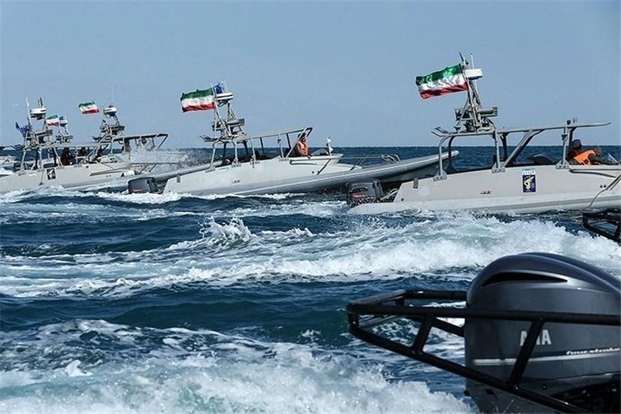 تصویر جدیت نیروی دریایی سپاه؛ مقابله با قاچاق سوخت در خلیج فارس