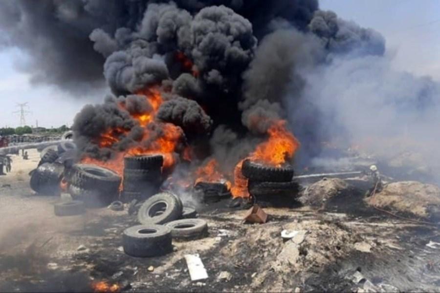آتش سوزی گسترده در محل نگهداری لاستیک های ضایعاتی