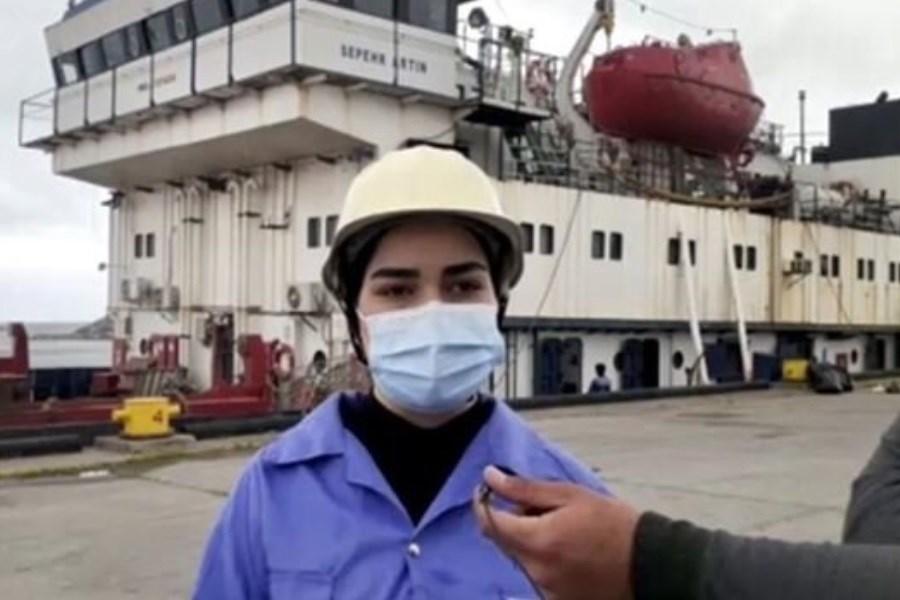 تصویر آغاز به کار نخستین بانوی ملوان ایرانی در دریای خزر
