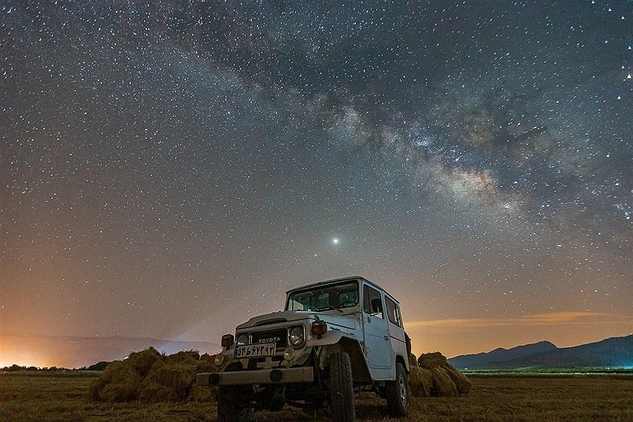 طلوع کهکشان راه شیری در آسمان شب