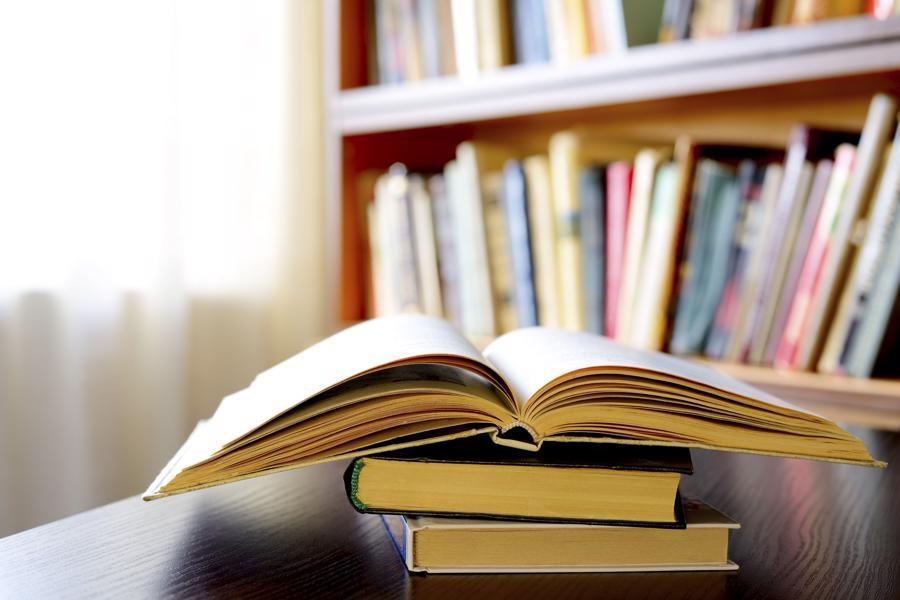 داشتن کتابخانه های مجلل نشانه دانایی نیست/ عدم نظارت بر حوزه نشر؛ دلیل ورود افراد با سطح دانش پایین و چاپ محتوای ضعیف است