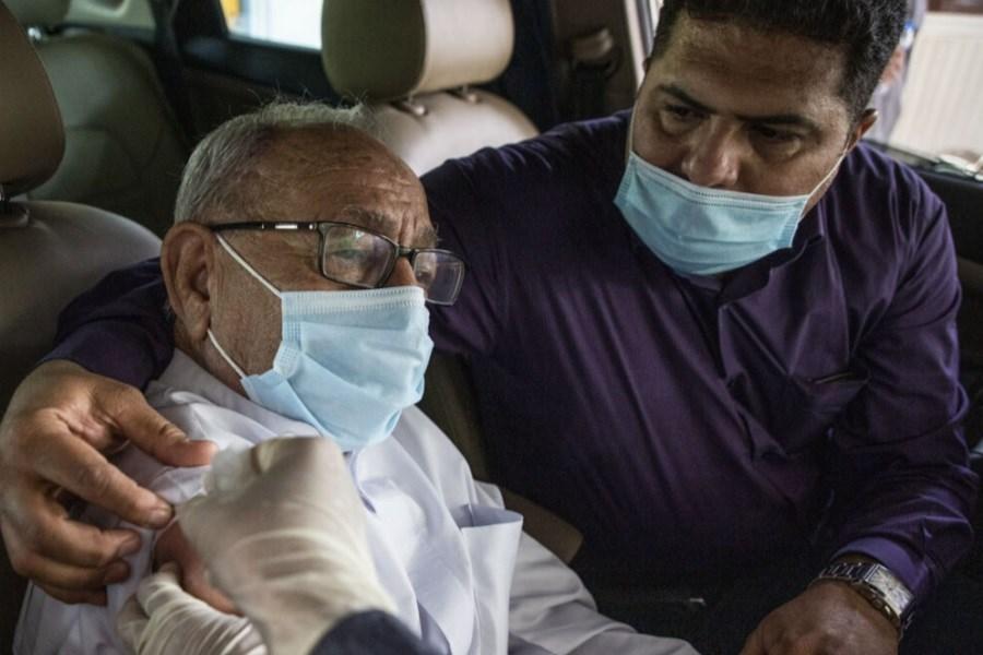 راهانداری مرکز واکسیناسیون خودرویی کرونا در بیرجند