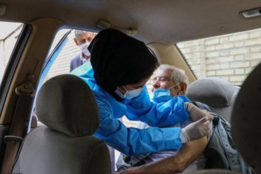 پایگاه خودرویی واکسیناسیون کرونا در قم افتتاح شد