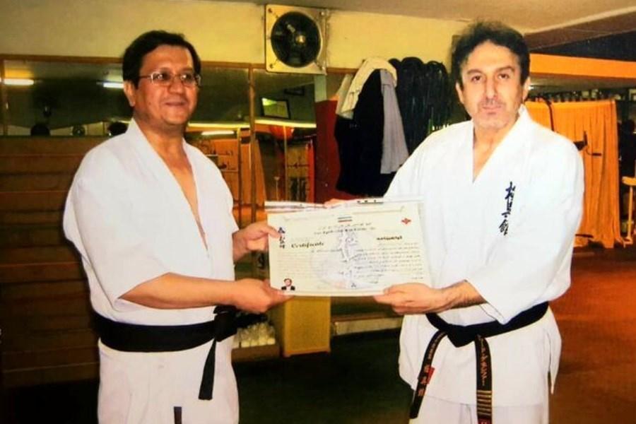 این نامزد انتخاباتی را با لباس کاراته ببینید