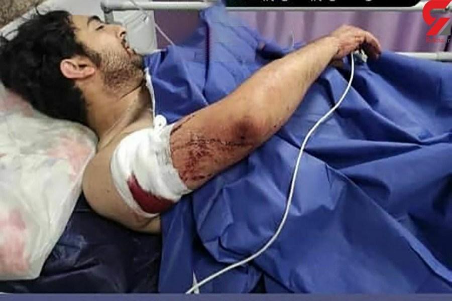 حمله وحشیانه به عکاس خبری در جاده ساوه / او را ربوده بودند + عکس
