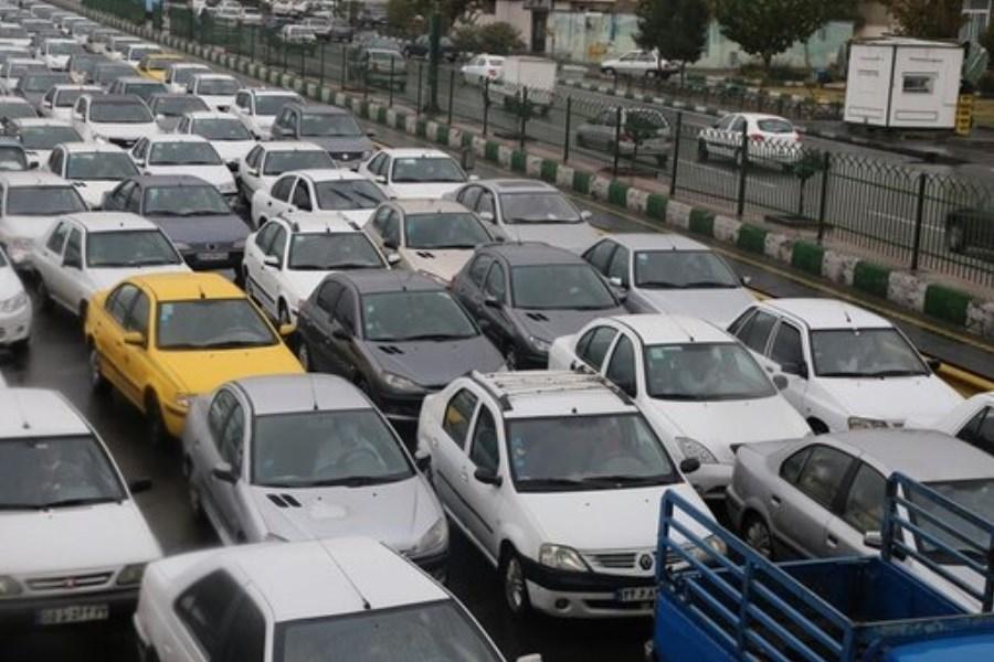 ترافیک در محورهای ورودی به تهران سنگین است