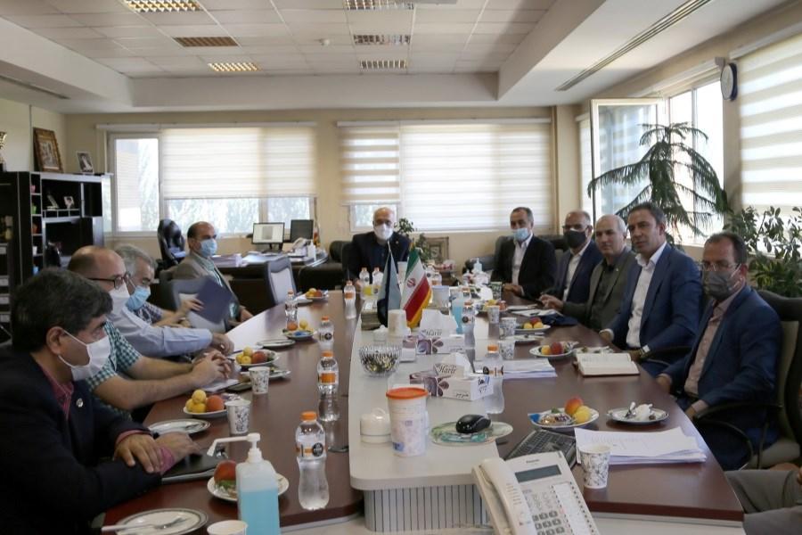 تصویر مدیر عامل و تیم کارشناسی بیمه ایران از پالایشگاه تهران بازدیدکردند