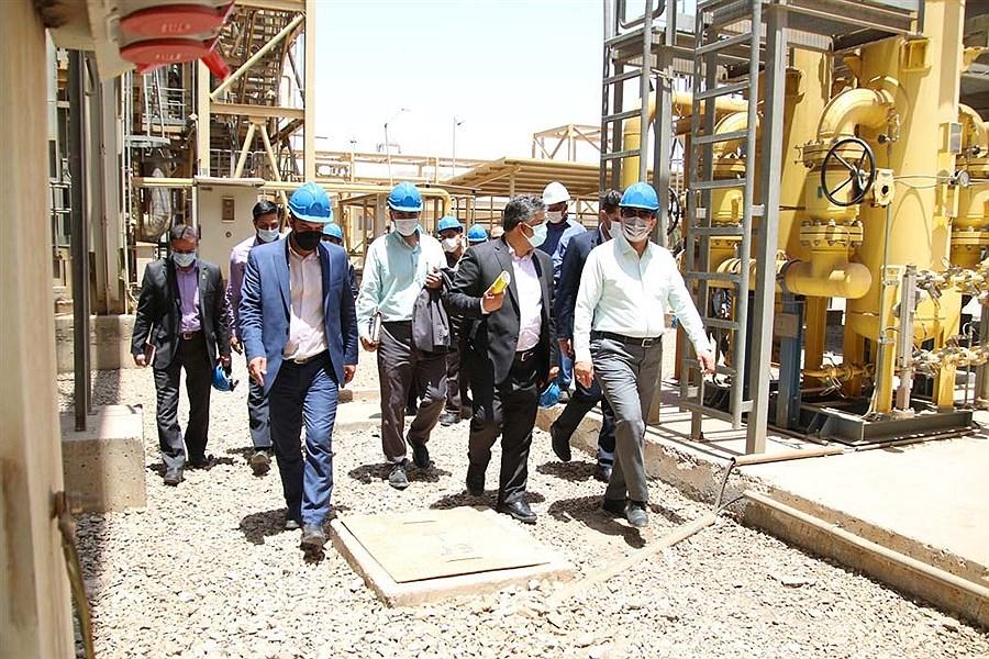 بازدید استاندار یزد از نیروگاه سیکل ترکیبی