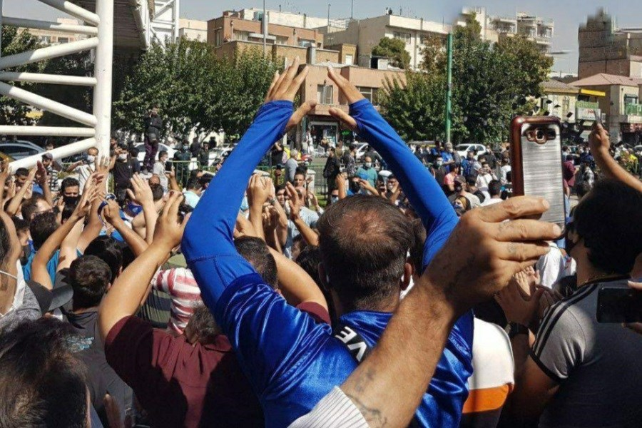 تصویر اعتراض هواداران استقلال سرکوب شد