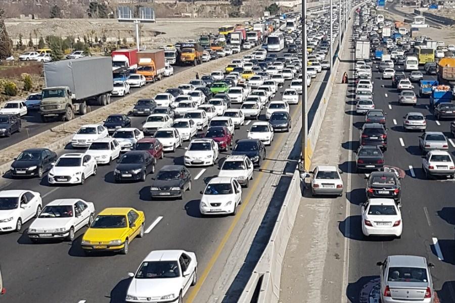 تصویر ترافیک سنگین در برخی محورها